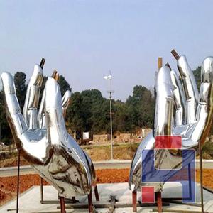 不锈钢双手雕塑