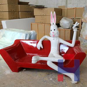兔八哥雕塑