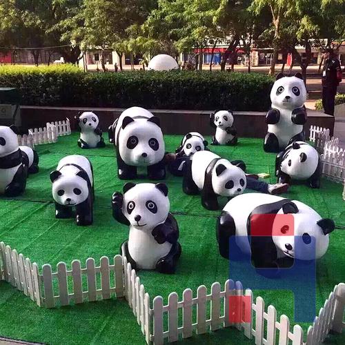 小熊猫雕塑