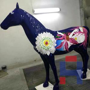 彩绘骏马雕塑